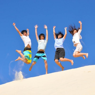 Sandboard - 4 Asians Jumping