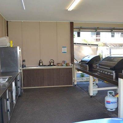 Glamp-kitchen-gall